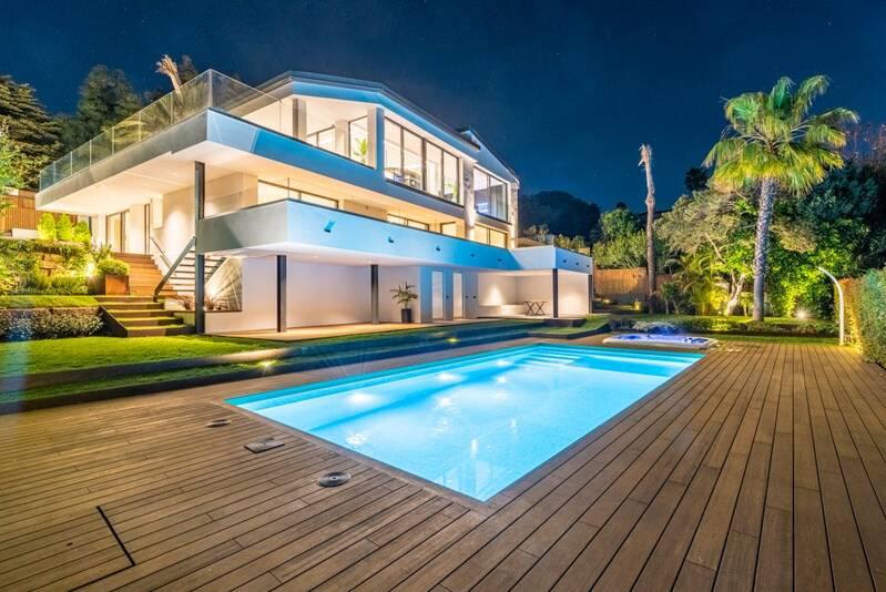 Properties for sale in Artola